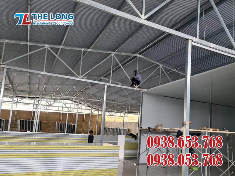 Thi Cong Tam Panel Cach Nhiet 12